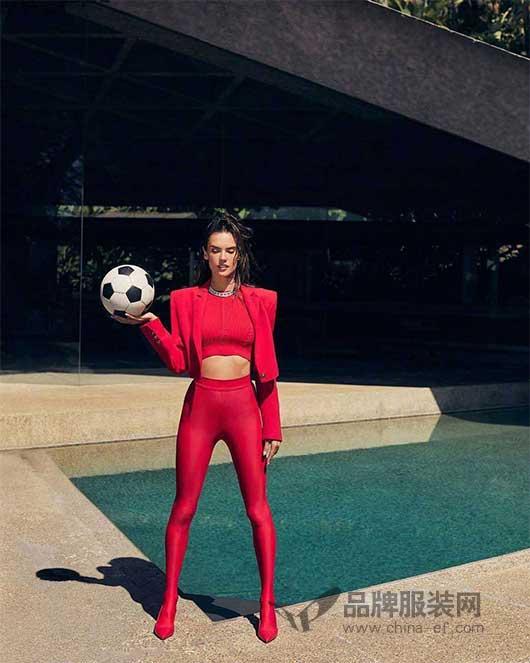 超模Alessandra Ambrosio登上2018俄罗斯版《Tatler》六月刊