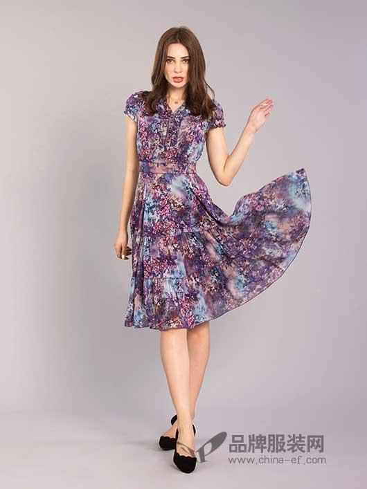 伊乐闻碎花裙的无限魅力 带给你独特优雅的美丽!