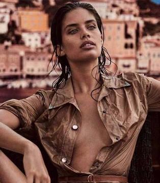 超模Sara Sampaio登上墨西哥版2018《Vogue》六月刊