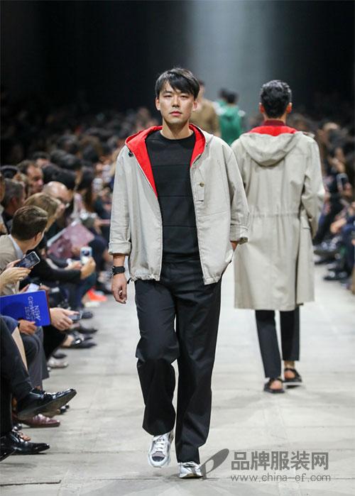 """爱马仕""""极速前行""""2018春夏男装秀 段奕宏当起模特"""