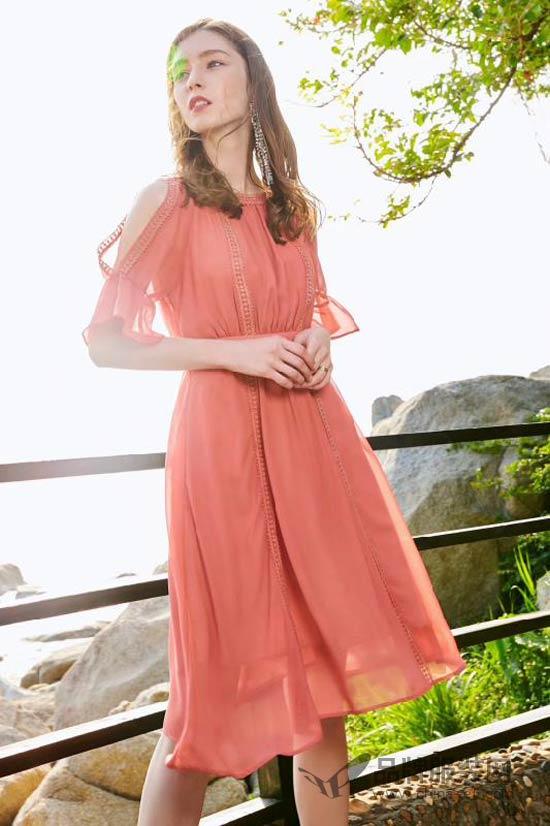 优衣美品牌女装时尚搭配 夏季度假就要这么穿
