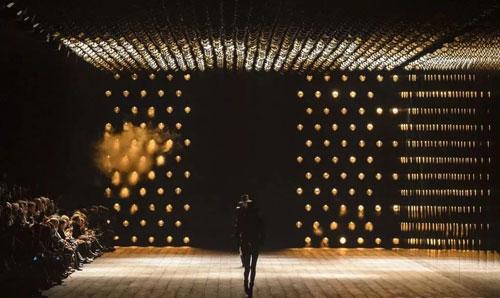 时尚深圳展好设计与话题王之间隔着一个RUNWAY