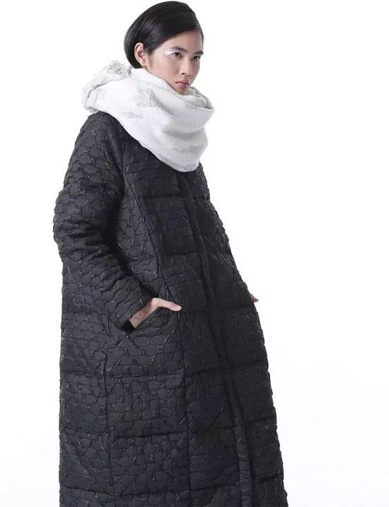 闲然品牌女装 2018冬季新品羽绒服订货会