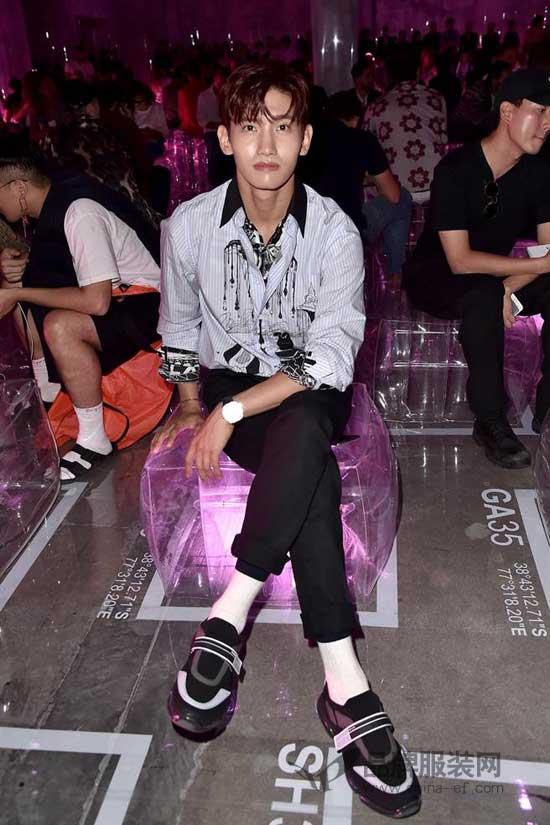 王俊凯亮相Dolce&Gabbana2019春夏男裝大秀 一身贵气