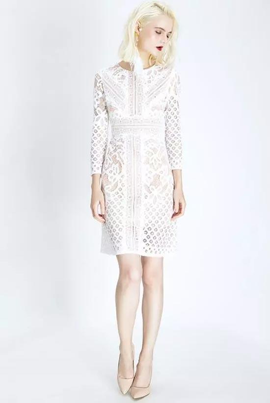 夏季这样穿搭白色连衣裙 让你清新又浪漫