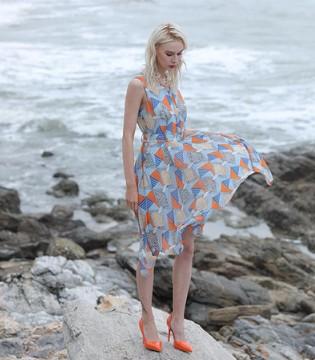丹菲诗女装 国内休闲服装知名品牌之一 轻松成就事业