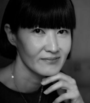 穿婚纱的必备 纱丝袜by JUNG HYEJIN