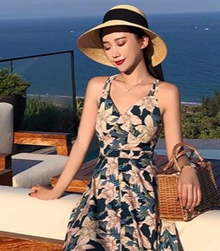 告别大红大绿 度假也能穿出时尚的高级感!
