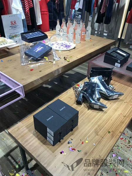 热烈祝贺5secs五秒服饰山西太原茂业店盛大开业!