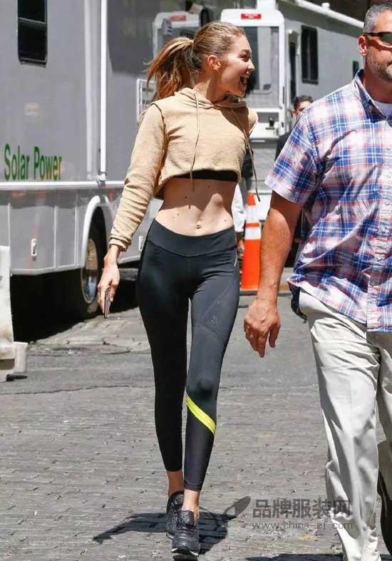 Gigi Hadid穿运动服又被街拍 时尚界的运动风有增无减