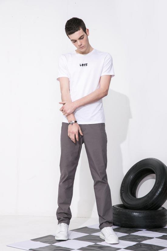 白T恤太简约无趣?莎斯莱思时尚男装 这样搭配才是满分型男