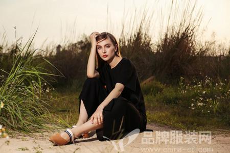 夏天穿什么颜色的小裙子?浩洋国际品牌黑色系列行不行?