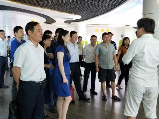 """中国针织名城青山湖区区长王强一行莅临创意品牌""""我乐意"""""""
