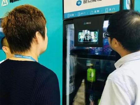 奇点云能刷脸智能货柜来了 支持300+SKU