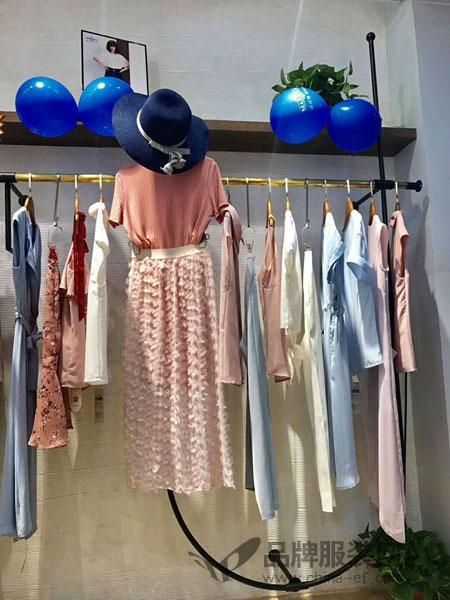 热烈祝贺蔓露卡品牌女装 广西陆川店盛大开业!