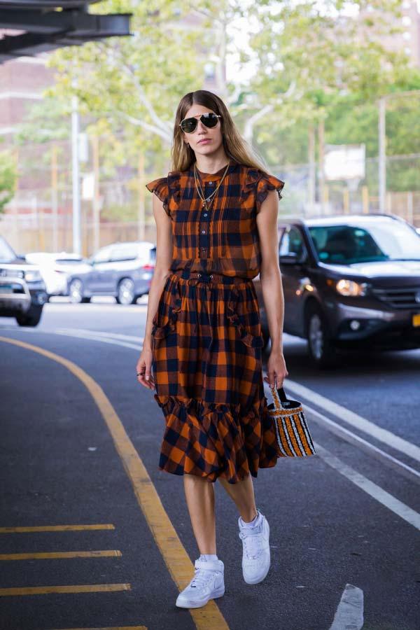 品牌折扣女装春美多:雪纺裙配运动鞋 清新自然又可爱