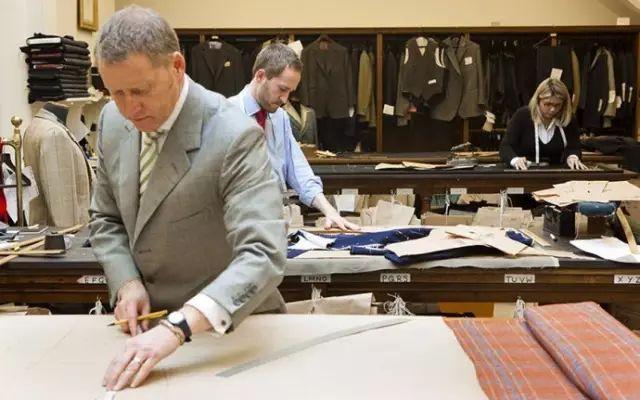 定制西装起源的华名人告诉你定制西装的秘密