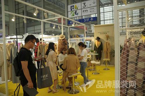 头条资讯:蝶讯馆携6大网红墙空降时尚深圳展!