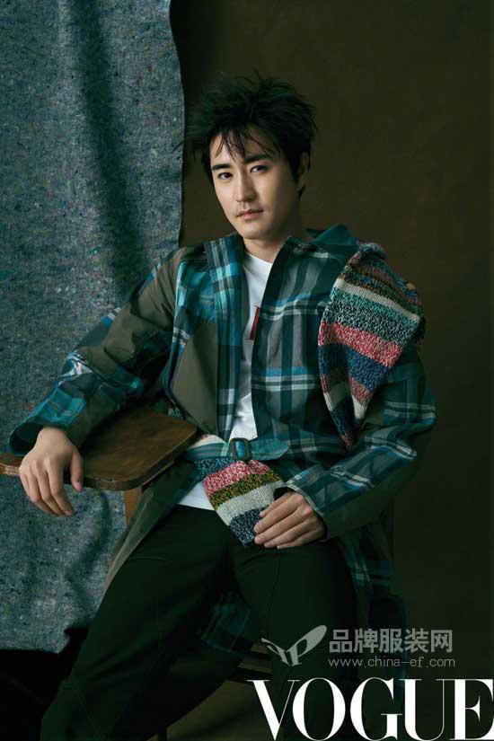 杨�W为《VOGUE》八月刊献写真:休闲揉碎的绅士感