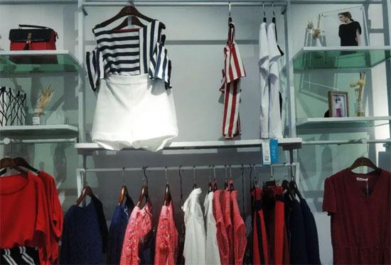 佰莉衣橱品牌时尚女装让你的梦想盛之开花