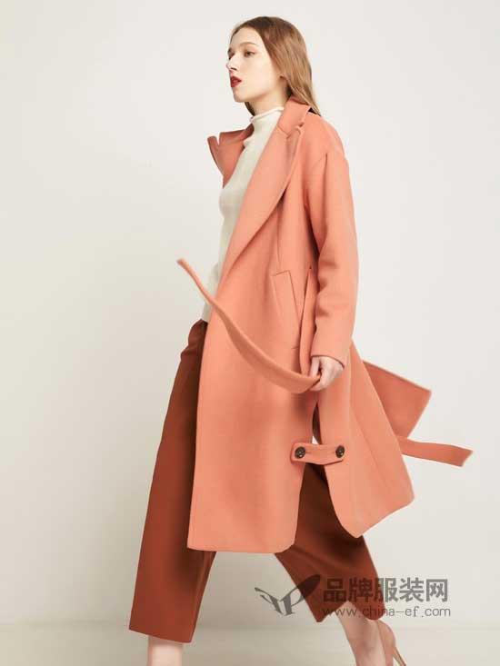 秋冬寒冷的天气里需要男朋友的呵护 还需要温暖的埃迪拉大衣