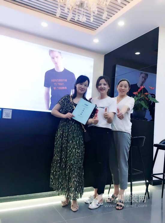 恭喜湖北十堰戴女士和周女士成功签约恩咖男装伍堰商场店!