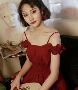 肉感女生的仙气连衣裙 穿对立刻瘦十斤!