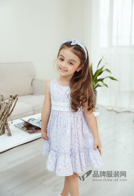 天真可爱的孩童配上精致美丽的童装 真是天生一对~