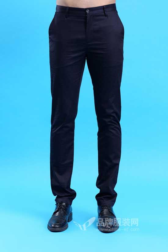 男人常见的休闲西裤怎么搭 皇卡给你清爽一夏的秘密