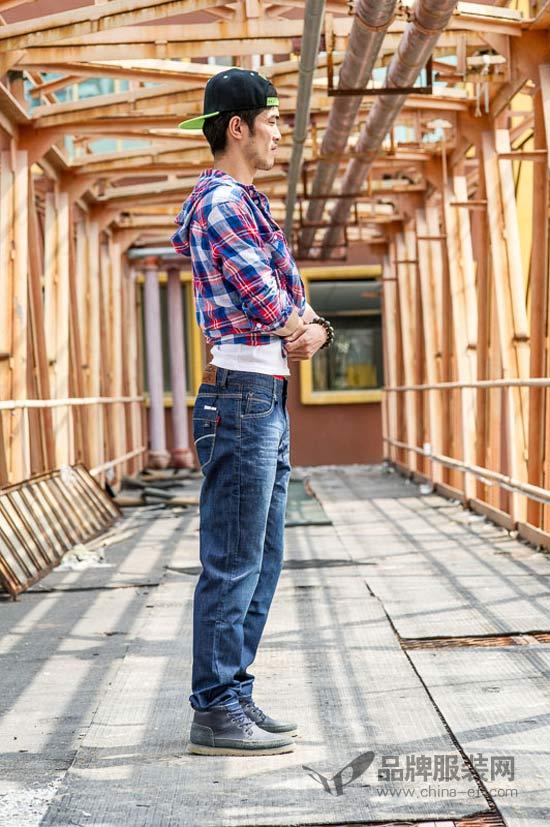 """这个秋天牛仔很忙 美酷思要一""""裤""""到底"""