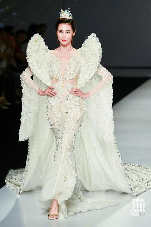 无界之梦境全球速卖通婚纱礼服珠宝大秀演绎梦幻的时尚大秀