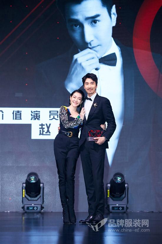 赵又廷 获GQ年度价值演员 一身黑色正装儒雅绅士气质非凡