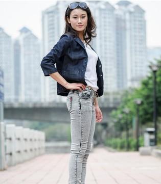 秋日时髦牛仔裤如何搭配 皇家国际客服潮流时髦为你解答