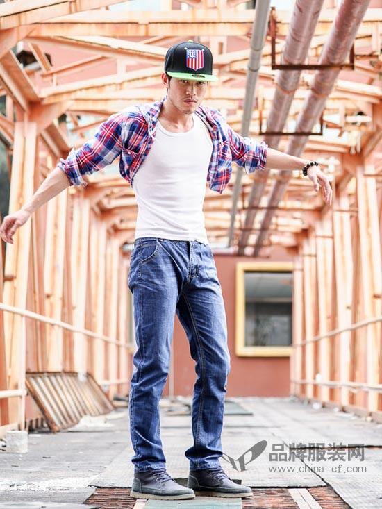 秋日时尚牛仔裤如何搭配 美酷思潮流时尚为你解答