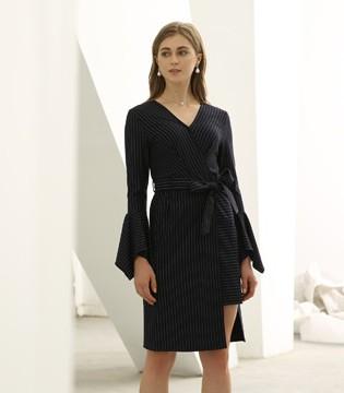裙摆在脚尖轻轻飘起 优雅大气的欧米媞新款裙装