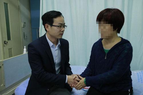 一心一益 接受第一个乳腺癌患者申请  送出首批互助金