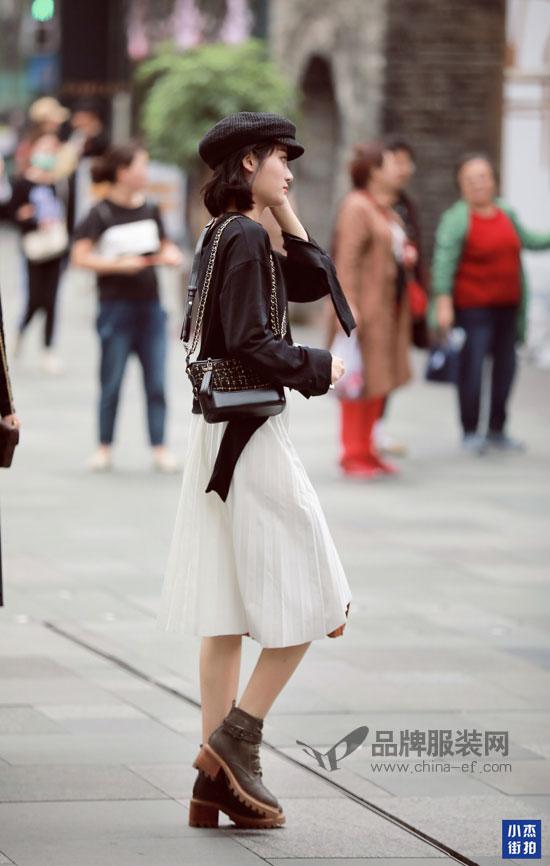 街拍达人穿搭新姿势 好学的你学到了吗