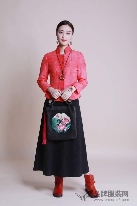 雅俗共赏的中国红 曼茜纱带给你惊艳秋冬的美丽