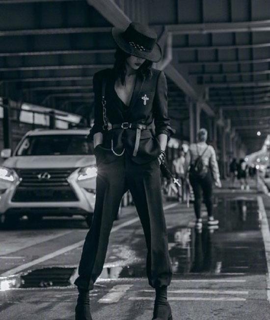 韩国模特崔素拉2019春夏时装周秀场外街拍合辑