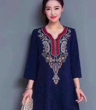 衣佰芬品牌连衣裙 是深秋优美的穿搭