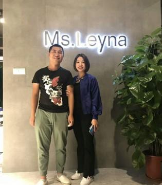 热烈祝贺Ms.Leyna女装签约新客户贵州谢女士新店开业