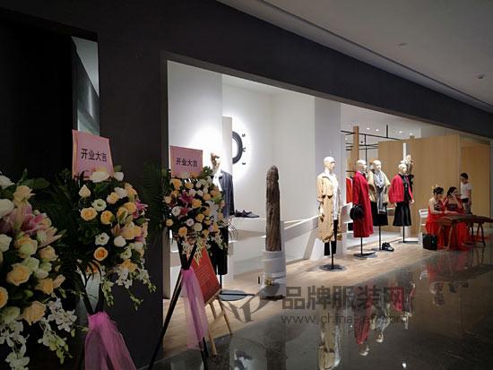 热烈祝贺底色皇庭广场旗舰店11月7号盛大开业
