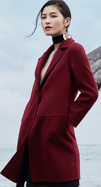 时尚界里包含诸多的品牌 先来看看衣佰芬品牌