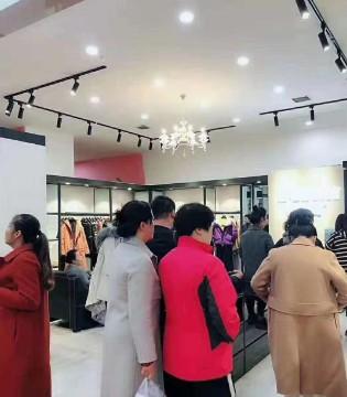 依贝奇女装陕西铜川店盛大开业 祝服饰大卖、大卖!