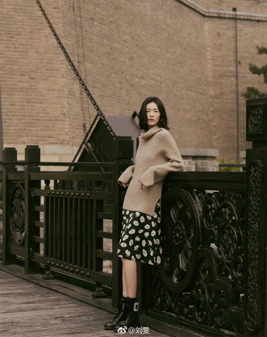 刘雯示范日常穿搭 这个季节值得入手的单品你有吗?