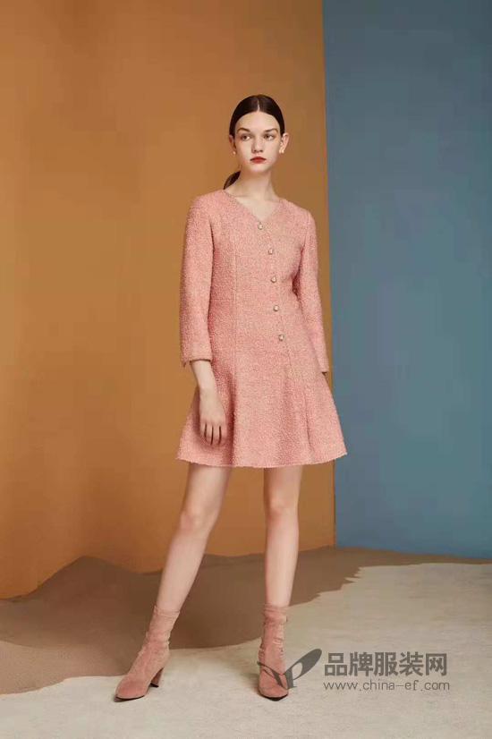 红凯贝尔女装 在秋天的尾巴里抓住时尚