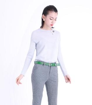 文果怡彩女装 简单素净的风格也能够出彩