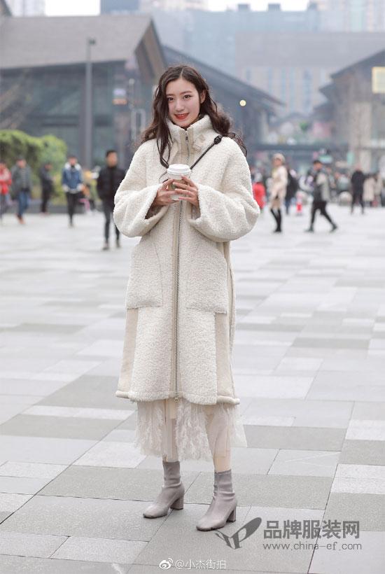 适合女性的冬季穿搭方式有很多 你pick那种?