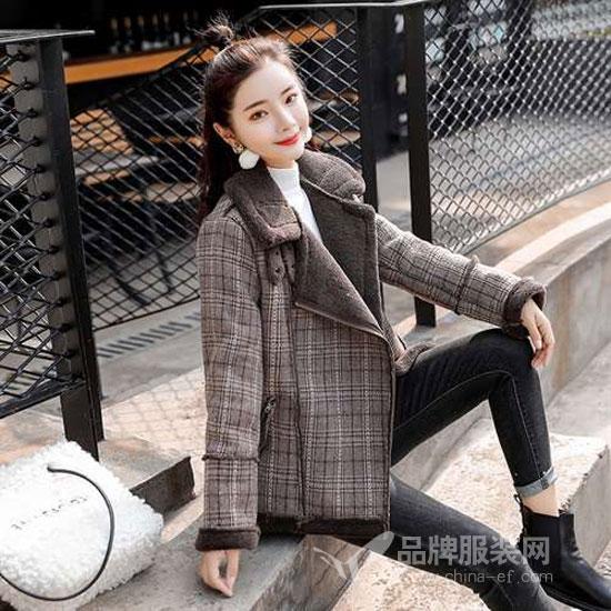 搜美品牌女装:羽绒服可以这么穿 显瘦又显高