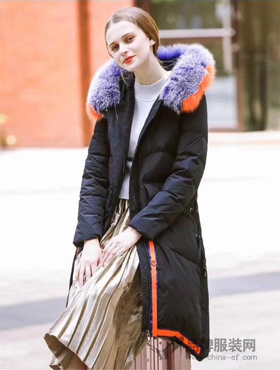 衣佰芬品牌女装:长款羽绒服打造街头时尚感